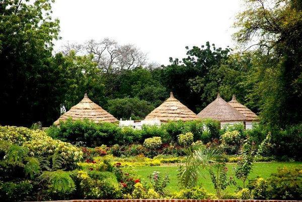 Sudan's Straw Hut (The Guttiyya): Cool In Summer, Warm In Winter